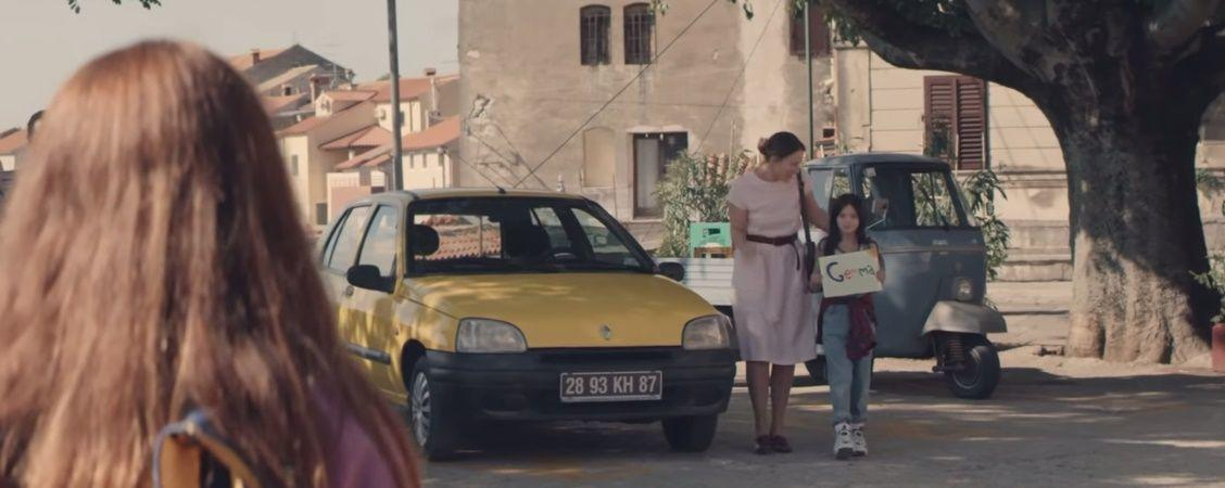 lesbian commercial renault clio